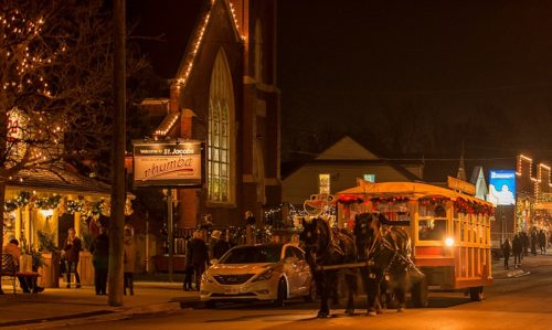 You Can Take Free Horse Drawn Trolley Rides At St. Jacobs Sparkles