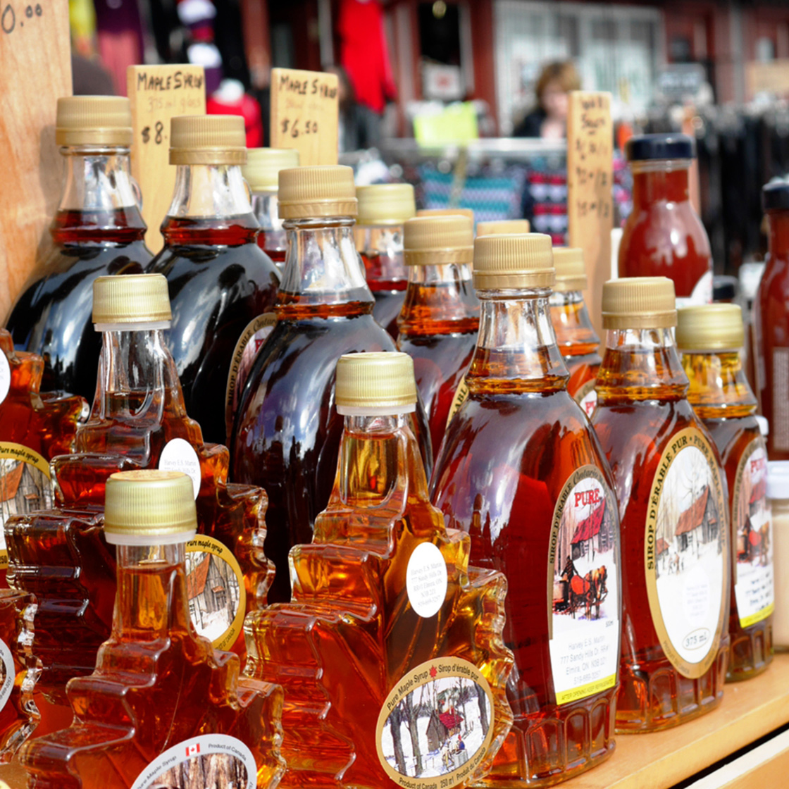 Bottled maple syrup - Farmers market St Jacobs Country - Maple Syrup Season